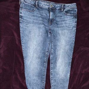American Eagle light Acid washed jeans